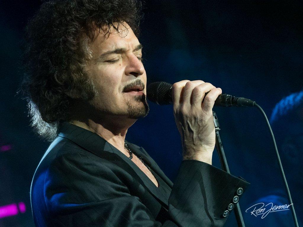 Gino Vannelli live in De Boerderij Zoetermeer